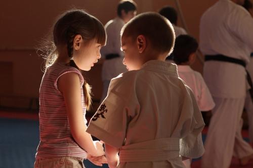 Дети на тренировке по карате, 2011