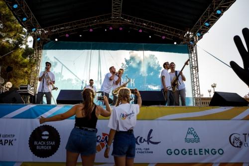 """Выступление группы """"Бакс бани""""на праздновании дня города. Геленджик, 2019"""